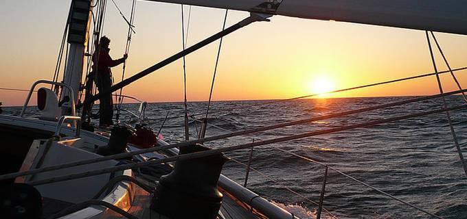 Die Zukunft segelt in den Sonnenuntergang